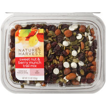Nature's Harvest Sweet Nut & Berry Munch Trail Mix