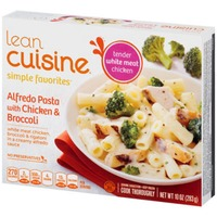Lean Cuisine Favorites White meat chicken, broccoli & rigatoni in a creamy alfredo sauce. Alfredo Pasta with Chicken & Broccoli