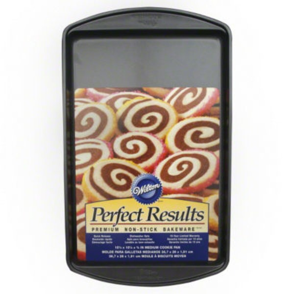 Wilton Perfect Results Non Stick Medium Cookie Pan